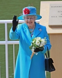 Image credit: <a href='http://fr.123rf.com/photo_7018309_scarborough-england--may-20-her-royal-highness-queen-elizabeth-ii-at-opening-of-royal-open-air-theat.html'>speedfighter / 123RF Banque d'images</a>